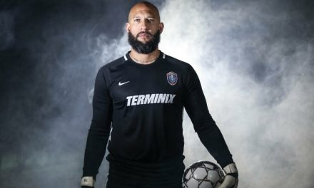 PUTTING ON THE GLOVES AGAIN: Howard comes out of retirement to play for Memphis